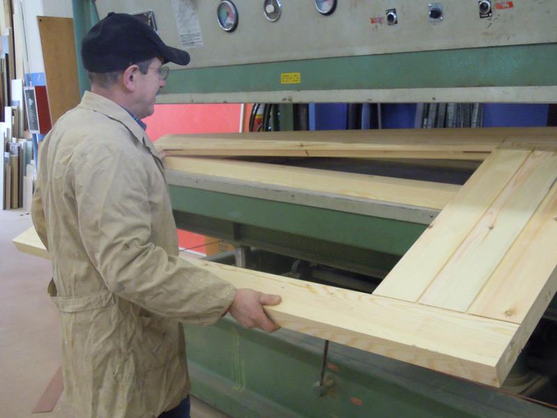 Modifica e riparazione mobili e serramenti falegname a - Sostituzione ante cucina ...